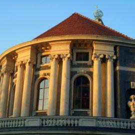 Высшее образование в Германии Университет Гамбурга снаружи