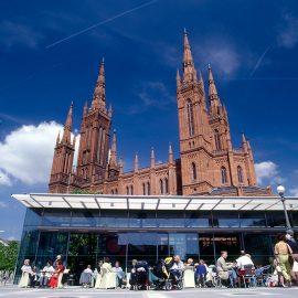 Wiesbaden: Marktcafe und Marktkirche