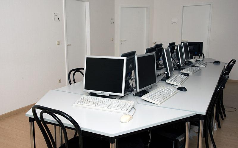 007_did_Munich_School_Computer-Room