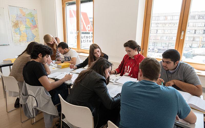 010_did_Munich_School_Students_in_Class