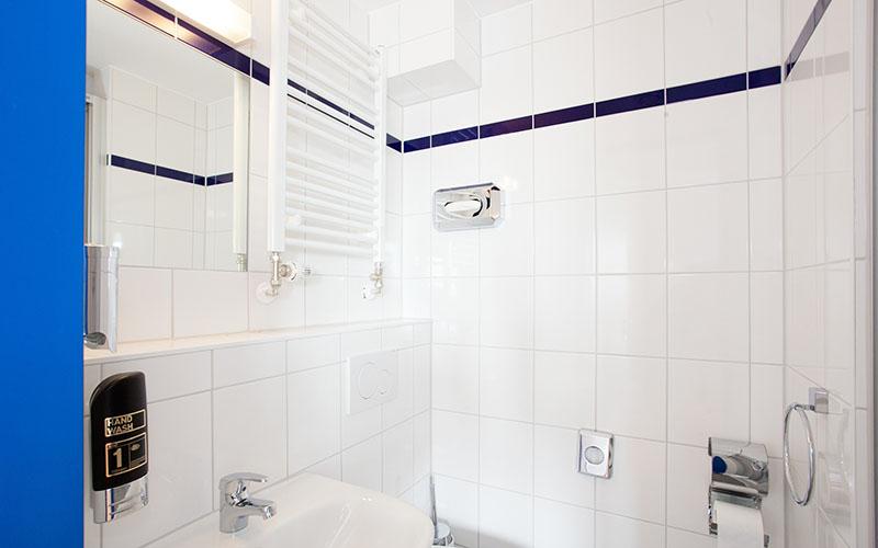 017-frankfurt-juniors-bathroom