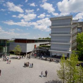 20170330_UMultirank_Ulrike_Kumm_Hochschule_Pforzheim_Campusleben_Innenhof_0732