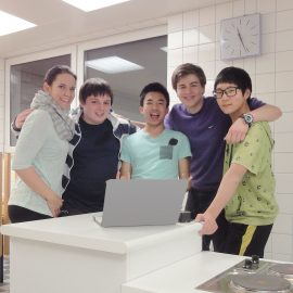 Bad-Schussenried_Group-in-the-school-kitchen_5_16x9