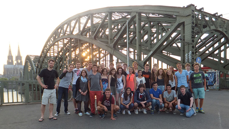 Cologne_Group-at-Hohenzollern-bridge_3160_16x9