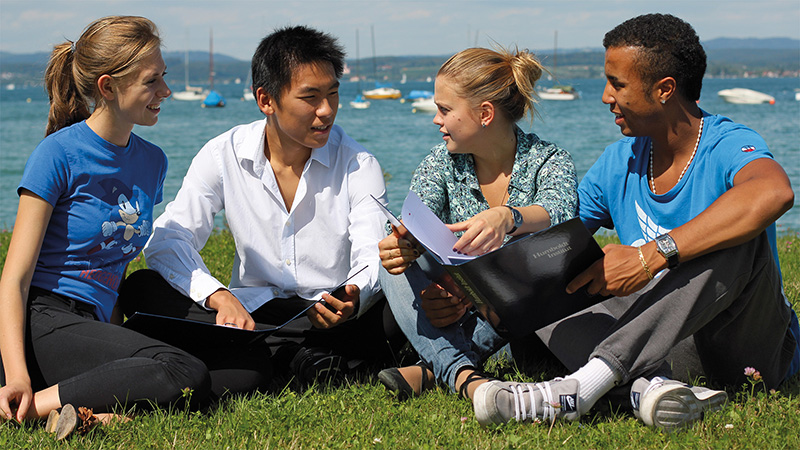 Constance_Learning-on-the-shore_2248_16x9