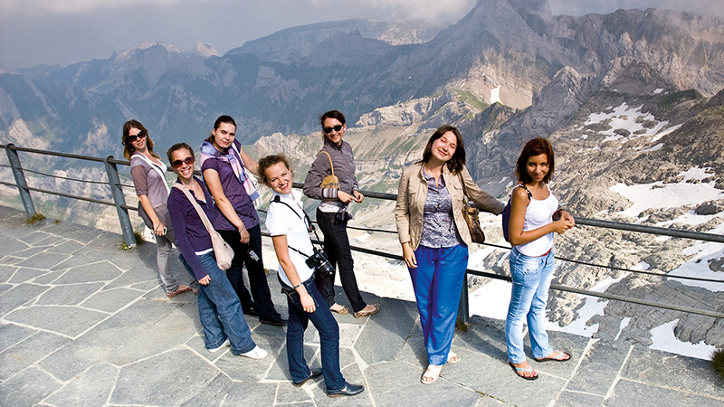 Constance_Students-at-the-peak-of-the-Saentis_75_16x9