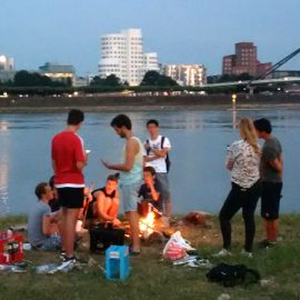 Duesseldorf_Barbecue-at-the-shores_Skyline_16x9