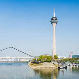 Duesseldorf_Rhine-Tower-and-Medienhafen_87718566_16x9