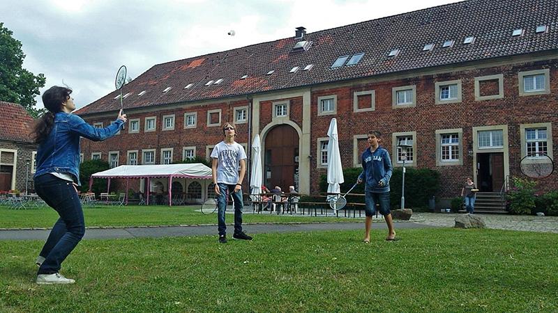 Heessen_Badminton-at-castle-Oberwerries_Badminton_16x9