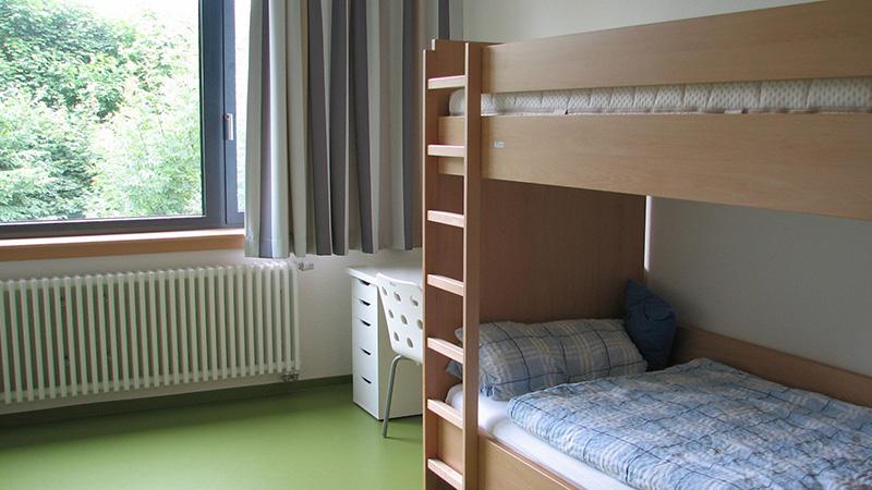 Heessen_Two-bed-room_0205_16x9