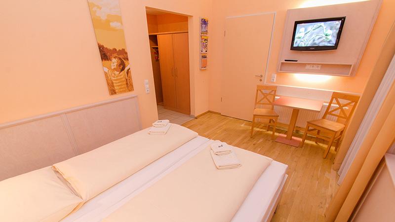 Kempten_Two-bed-room_007_16x9