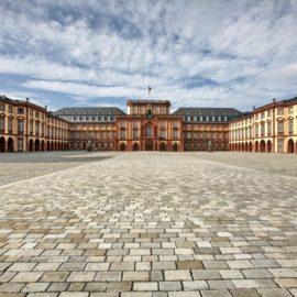 Mannheim_Schloss_Ehrenhof20141014153806