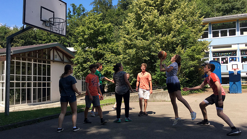 Meersburg_Playing-a-tight-game_Basketball_16x9