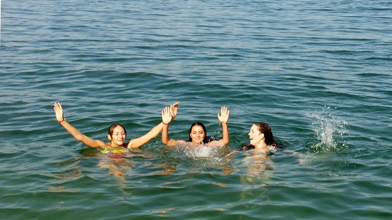 Meersburg_Swimming-in-the-lake_0143_16x9
