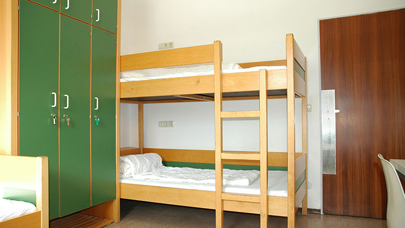 Munich_Triple-bed-room_16x9