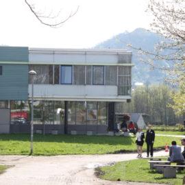 Pressefoto_ESB_Business_School_Gebaeude_17__Weg_mit_Studenten_110406_KRK_01