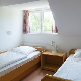 Schmallenberg_Two-bed-room_7392_16x9