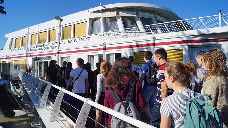 Vienna_All-aboard_3885_16x9
