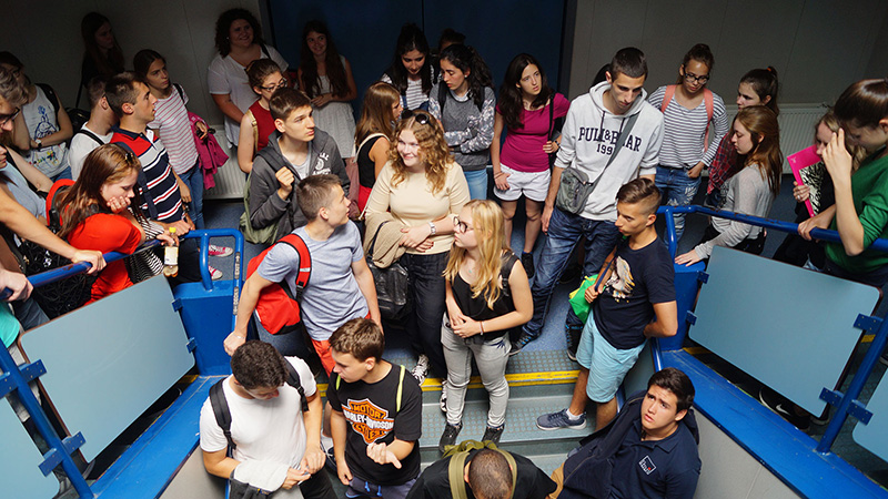 Vienna_Heading-to-the-class-rooms_3888_16x9