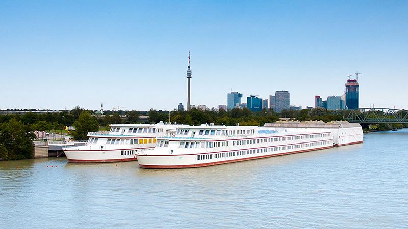 Vienna_School-ship-on-the-Danube_0015_16x9